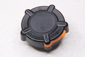 Крышка бензобака (универсальная с защелкой-фиксатор)